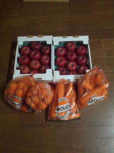 北海道のS・S様よりにんじんとりんごをいただきました!